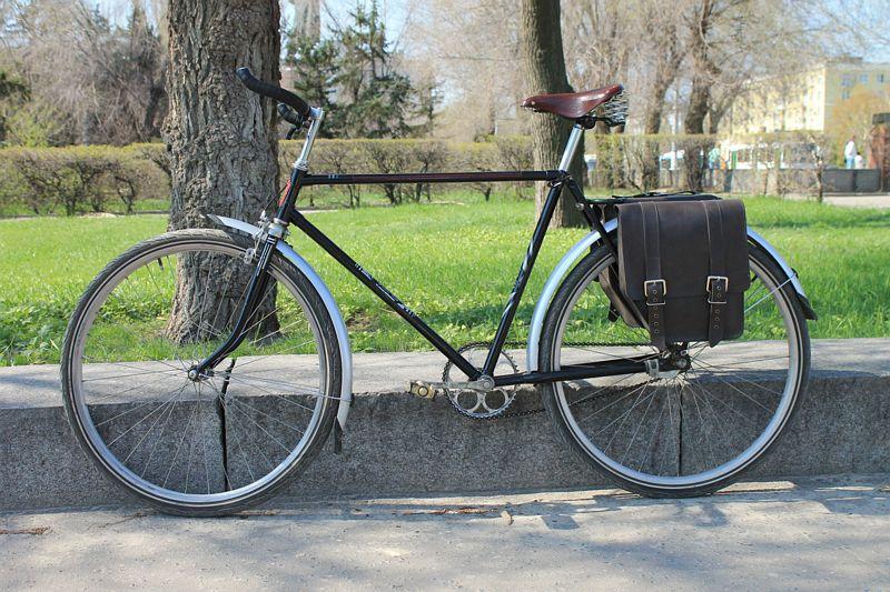 Фото к             статье: Кожаное седло на велосипед